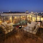Terrasse mit Ausblick © 25hours Hotel