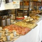 das Frühstücksbuffet im Cafe der Provinz