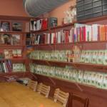 Tee und Bücher für den Verkauf