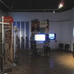 "Einblick in den multimedialen 1. Stock der Ausstellung ""Alle meschugge?"""