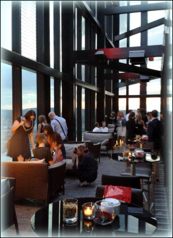 Essen. Trinken. 57 Lounge. Eine Bar mit besten Ab- und Aussichten ...