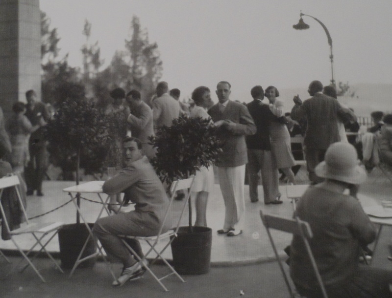 In den 1930er Jahren wurde auf der Terrasse über dem Alpinbad der Fünfuhrtee zelebriert.