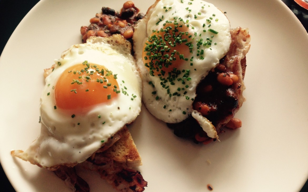 Die Liebe: Ham and Eggs mit Baked Beans; Foto (c) Andrea Pickl - kekinwien.at