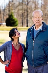 Parvaneh (Bahar Pars) lässt sich von Oves (Rolf Lassgård) schlechter Laune nicht beeindrucken.