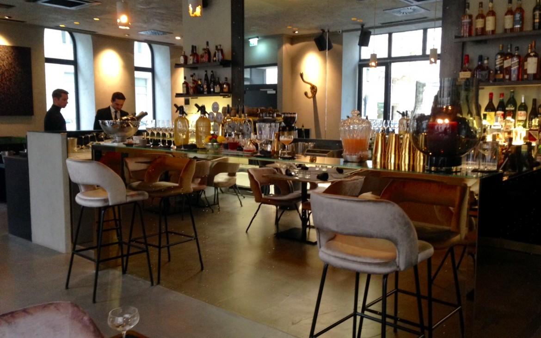 Blick auf die Bar gleich beim Eingang ins Restaurant, Foto (c) Andrea Pickl - kekinwien.at