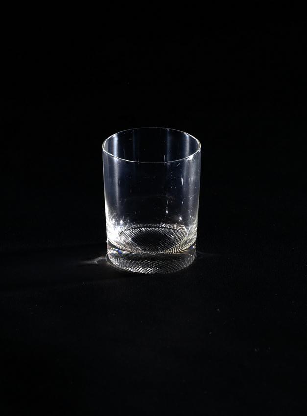 """Adolf Loos, Becher, Weinglas, Größe II, nach 1931; farbloses Glas, """"Steindlschliff"""", Ausführung: Zahn & Göpfert, Blumenbach, für J. & L. Lobmeyr, Wien © Peter Kainz/MAK"""