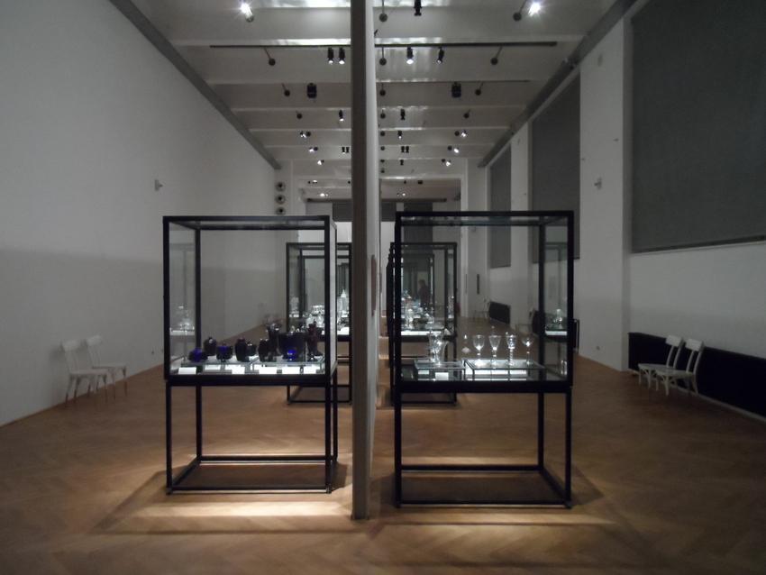 """Blick in die Ausstellung """"Das Glas der Architekten. Wien 1900 - 1937"""", Foto (c) Claudia Busser - kekinwien.at"""