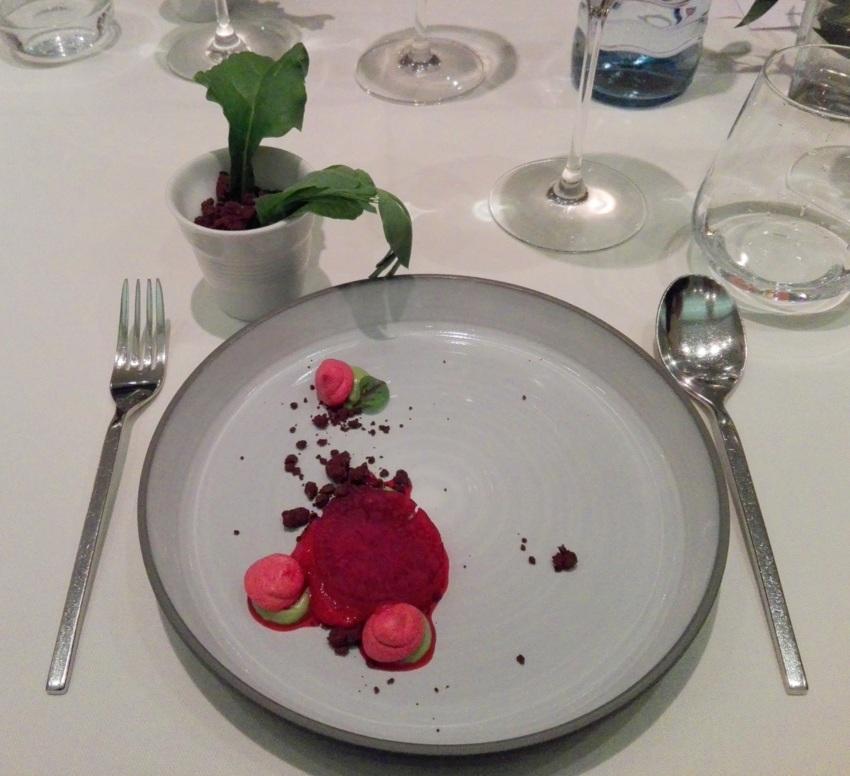 Rote-Rüben-Eis, Dessert im Restaurant Das Schick, Foto (c) Claudia Busser - kekinwien.at