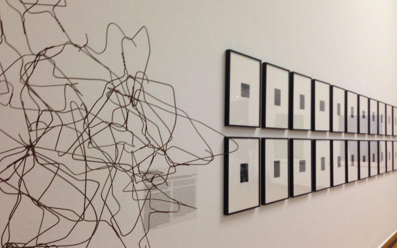Ausstellungsansicht James Welling, rechts: Aluminium Foul (1980-81),Foto (c) Andrea Pickl - kekinwien.at