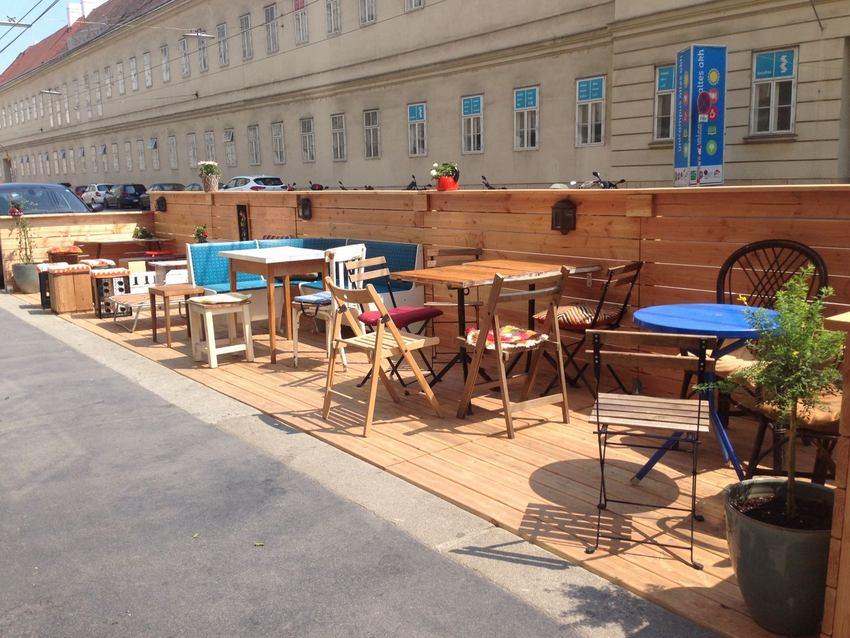 Der Schanigarten des Home Café, Bild (c) Andrea Pickl - kekinwien.at