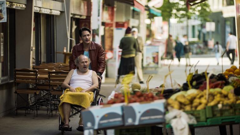 Benny mit Herrn Bilic in DIE MIGRANTIGEN © Golden Girls Filmproduktion