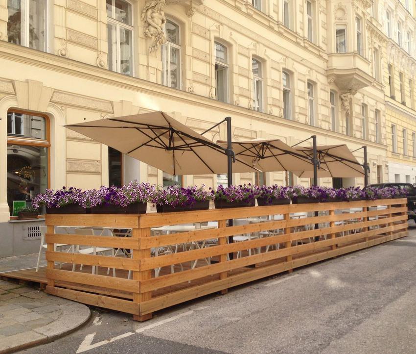 Der Schanigarten des Café Telegraph - kekinwien.at