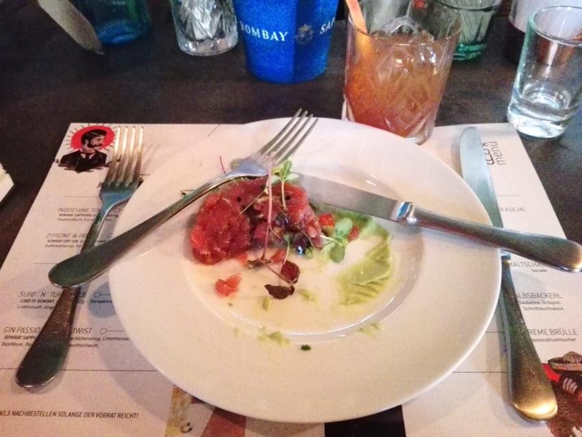 Thunfischtatar mit Avocadocreme, war ziemlich gut, wie man sieht ... Bild (c) Claudia Busser - kekinwien.at