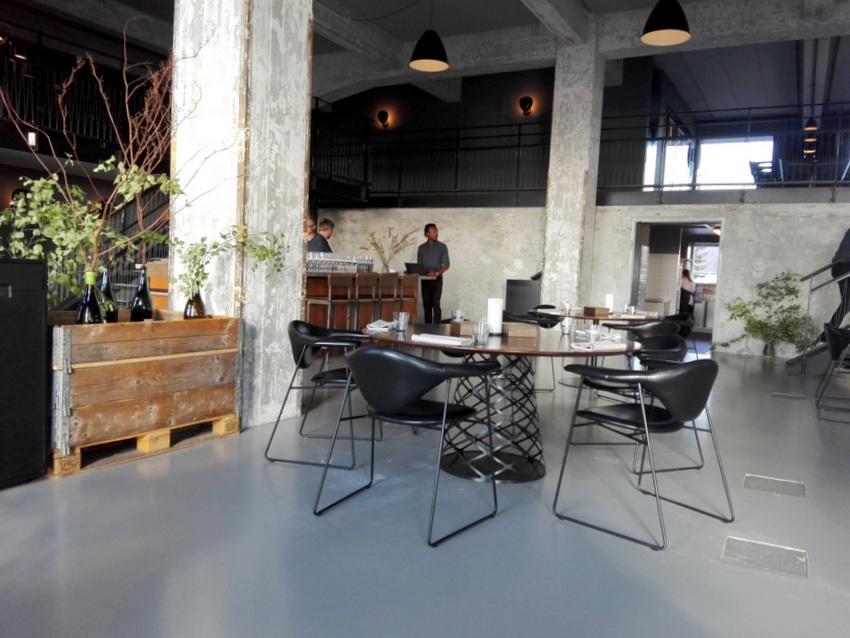 Blick auf die Bar im Restaurant Amass - kekinwien.at