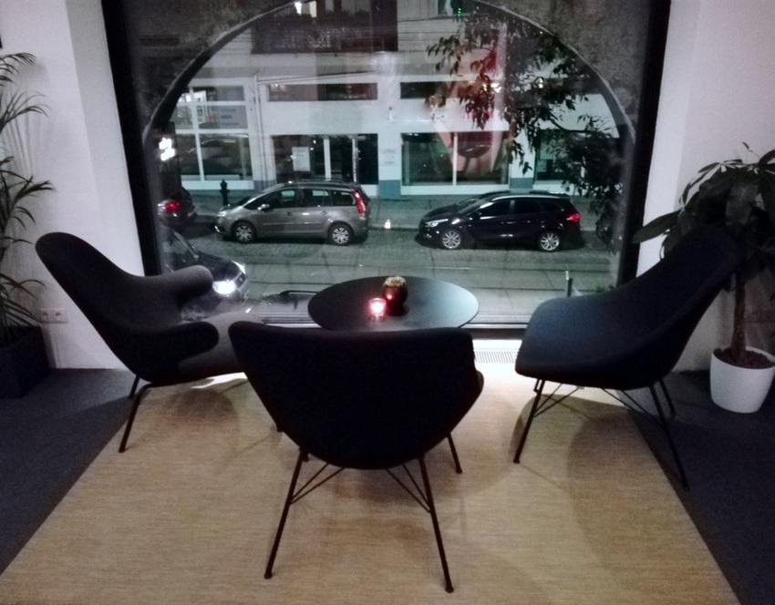 Lounge mit Ausblick im ersten Stock des Birdyard, Bild (c) Claudia Busser - kekinwien.at