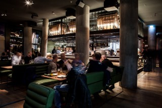 Spelunke, eine der Blickrichtungen auf die Bar (c) SybilleDremel
