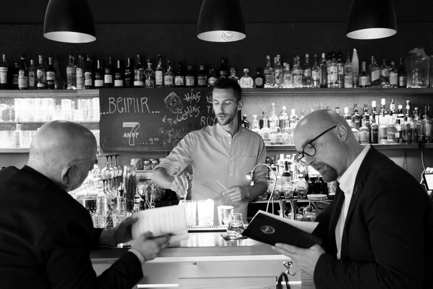 Links der Autor, in der Mitte Matthias Habringer von der genialen Bar 'beimir' und rechts Bernhard Stadler von Diageo, Foto (c) Lisi Specht