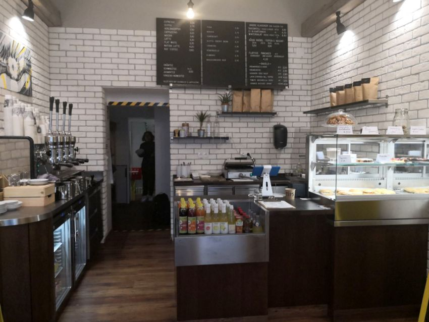 Kartonage kitchen take away kaffee und hausmannskost for Interieur gegenteil