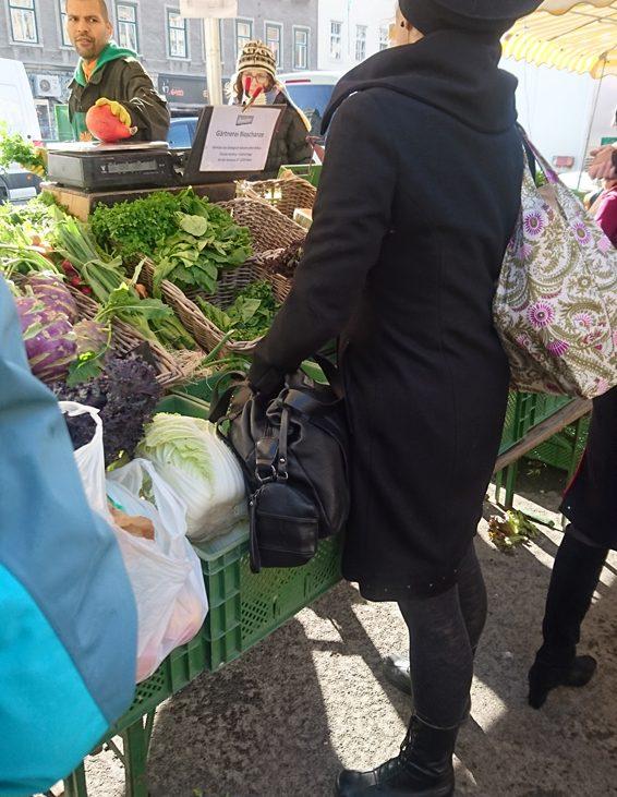 Naschmarkt, Besucherin, Bild (c) Mischa Reska - kekinwien.at