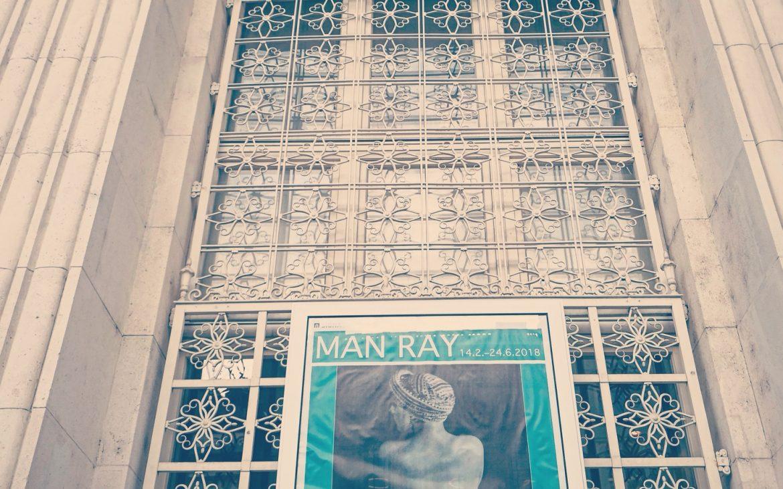 Bank Austria Kunstforum mit Ausstellungsplakat Man Ray, Foto (c) Andrea Pickl -kekinwien.at