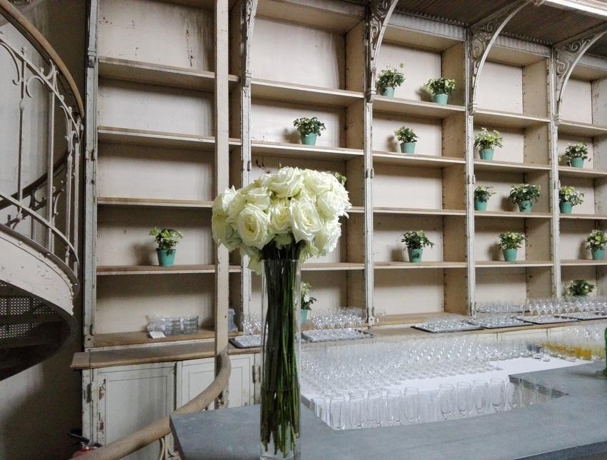 Blumendekoration zur Eröffnung in der Bibliothek, Bild (c) Claudia Busser - kekinwien.at