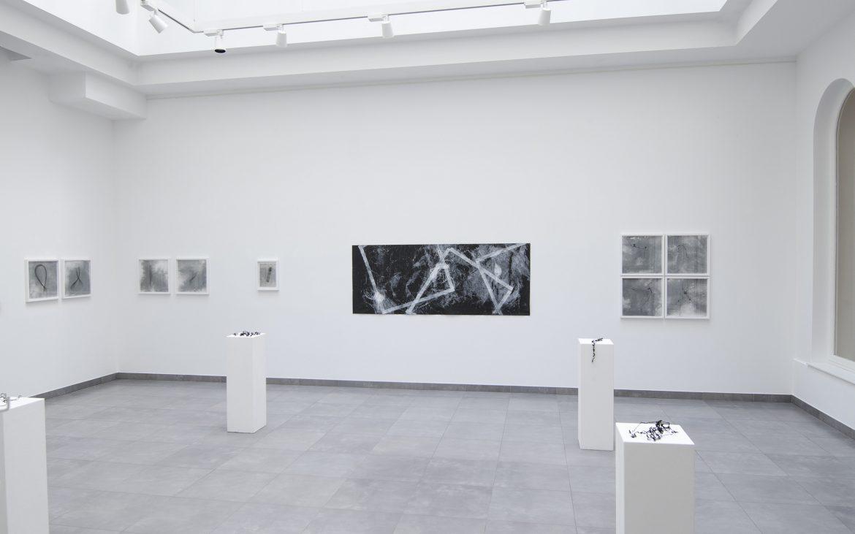 Hana Usui - An das Leben. Ausstellungsansicht im Artcurial