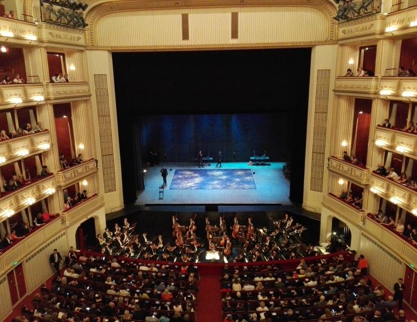 Vor der Vorstellung, 1. Bild von La Traviata in der Wiener Staatsoper, Bild (c) Claudia Busser - kekinwien.at