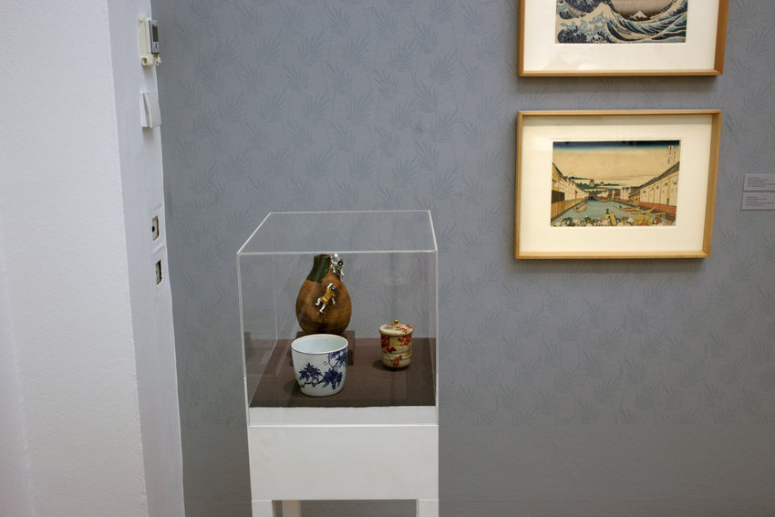 Man beachte die Japanische Vase links hinten in der Vitrine! © Alistair fuller/www.alistairfuller.com