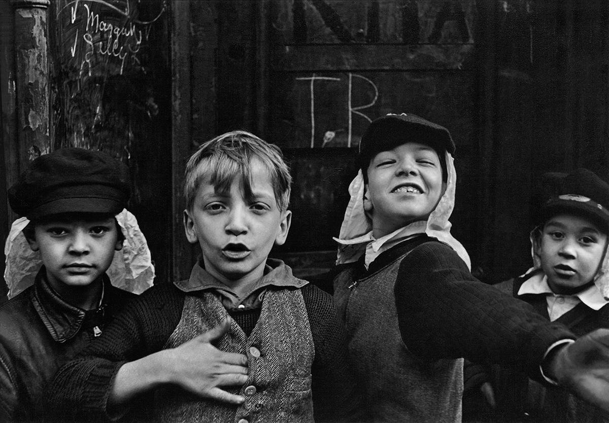 helen_levitt_n_y_-_1940_4_c_film_documents_llc