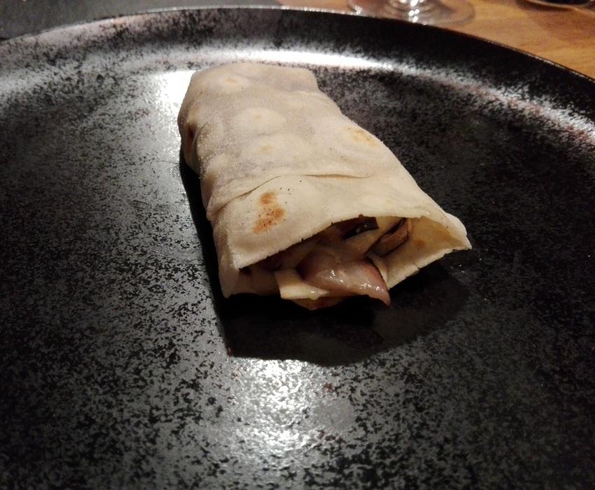 Piadina romagnola, radicchio, gorgonzola e pinoli: ein Überraschungspaket! Bild (c) kekinwien.at