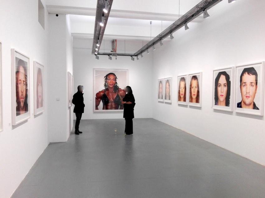 In Fotografie-Ausstellungen wird immer besonders viel fotografiert, Schoeller in der OstLicht, Bild (c) kekinwien.at