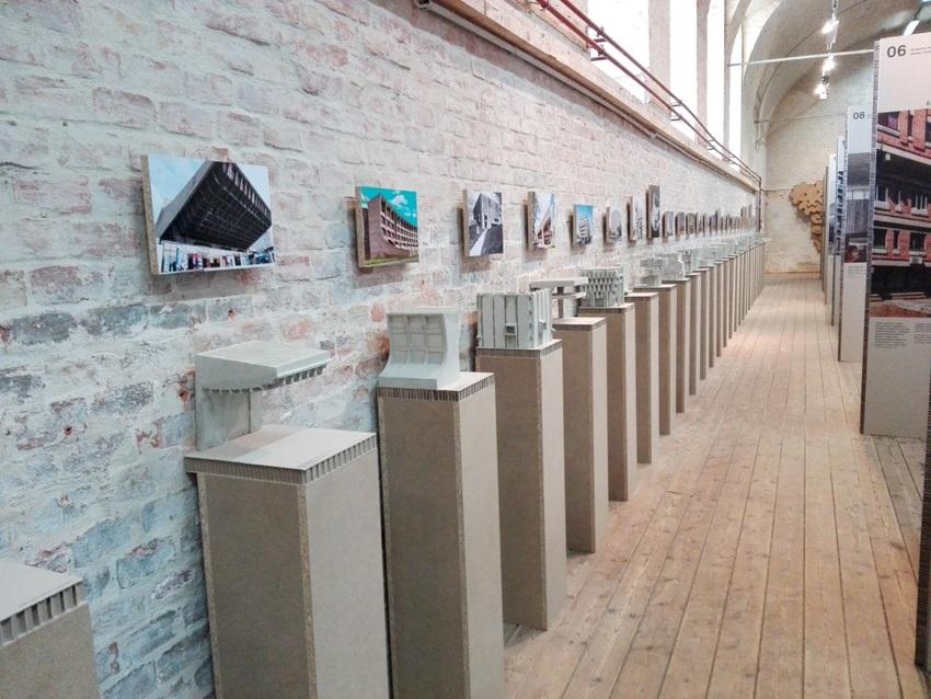 Betonmodelle in der Ausstellung SOS Brutalismus, Bild (c) Claudia Busser - kekinwien.at