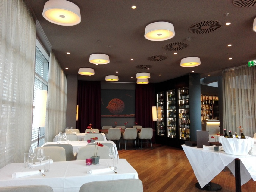 Blick ins Sky Restaurant, Interieur, Bild (c) Claudia Busser - kekinwienat