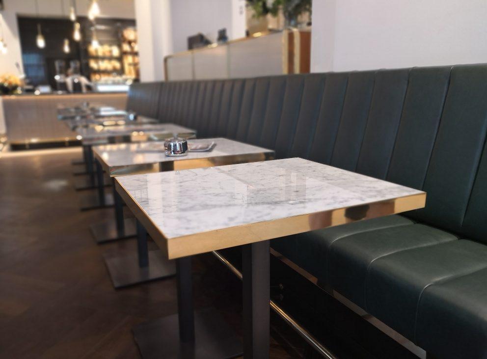 Manufactum Café, die Brottheke ganz im Hintergrund, Bild (c) Andrea Pickl - kekinwien.at