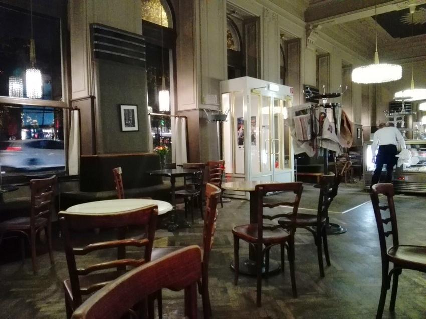 Spät abends im Café Westend, Bild (c) Claudia Busser - kekinwien.at