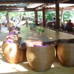 Der zentrale Tisch lässt an den letzten Urlaub in Asien denken.