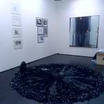 F19, Vartai Galerija, Vlinius; im Vordergrund: Fountain, 2011, Zilvinas Kempinas
