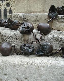 Javier Pérez Rosario (Memento Mori), 2008-9 59 bronze skulls, sculpture dimensions variable © Javier Pérez & Mario Mauroner Contemporary Art Vienna