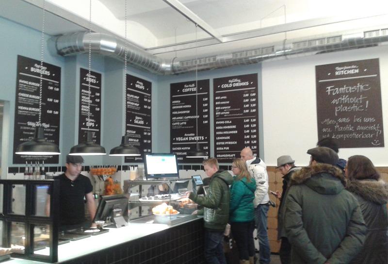 veganes Fast Food; Blick nach rechts in der Swing Kitchen