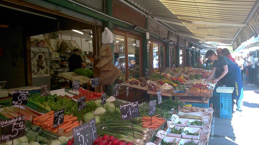 Auf dem Naschmarkt im Juni: Himmeslbach
