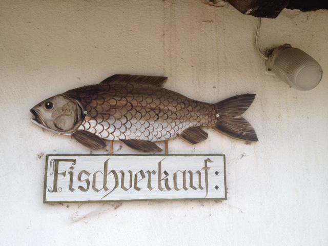 Das Stift Geras bietet ein wunderschönes historisches Ambiente und züchtet hervorragende Fische, die man an bestimmten Tagen auch vor Ort kaufen kann. Foto (c) Kunst und Kultur Seminarhotel Geras