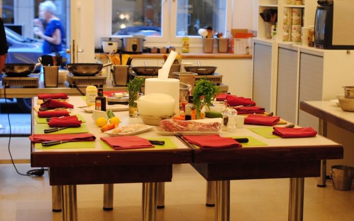 Alles ist für die TeilnehmerInnen des Kochkurses perfekt vorbereitet @ Wrenkh Wiener Kochsalon & Restaurant, Foto (c) Valentin Eisendle - kekinwien.at