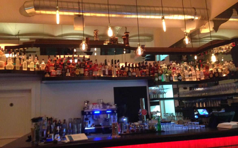 "der ""Flaschenhimmel"" der Bar im Q'ero, Foto (c) Andrea Pickl - kekinwien.at"