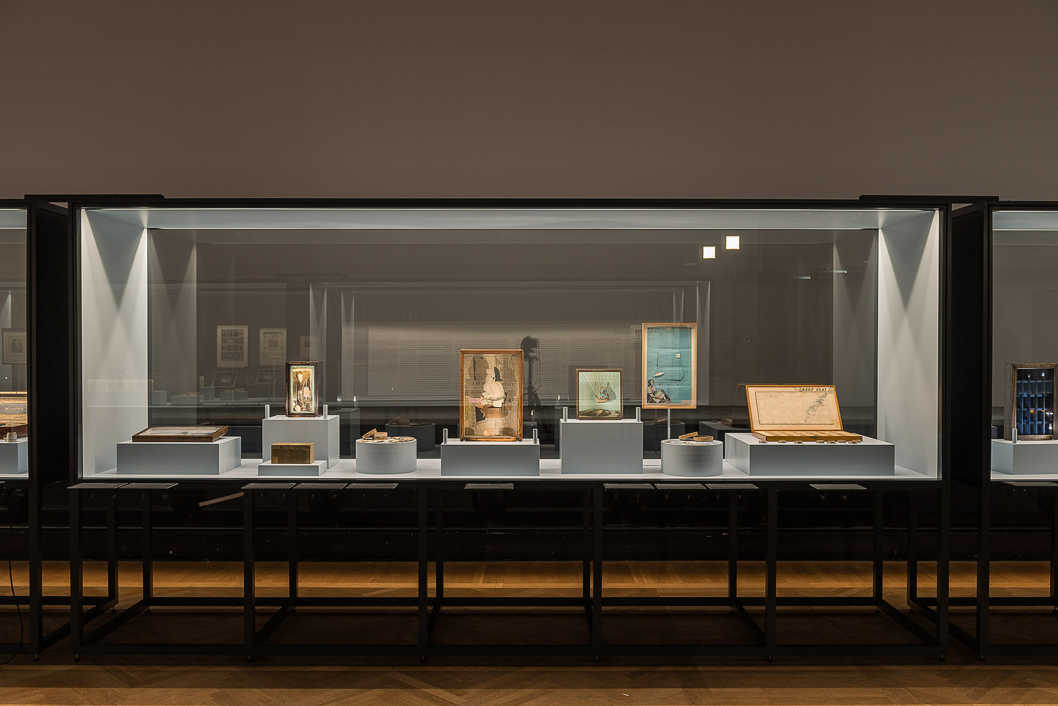 Ausstellungsansicht © The Joseph and Robert Cornell Memorial Foundation / Bildrecht, Wien, 2015 Photo: KHM-Museumsverband