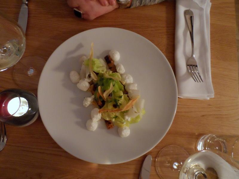 Häuptelsalat mit Schwarzwurzel & Frischkäse € 11,00, Foto (c) Claudia Busser - kekinwien.at