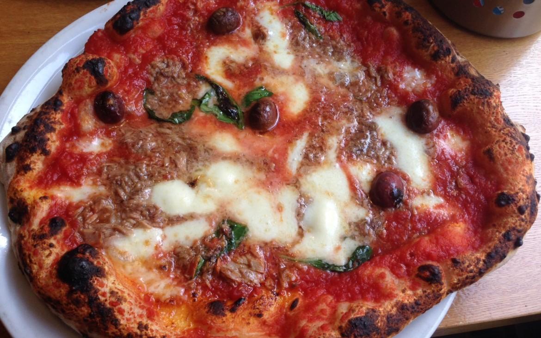 Pizza Tonno @ Pizza Angolo No22, Foto (c) Andrea Pickl - Kekinwien.at