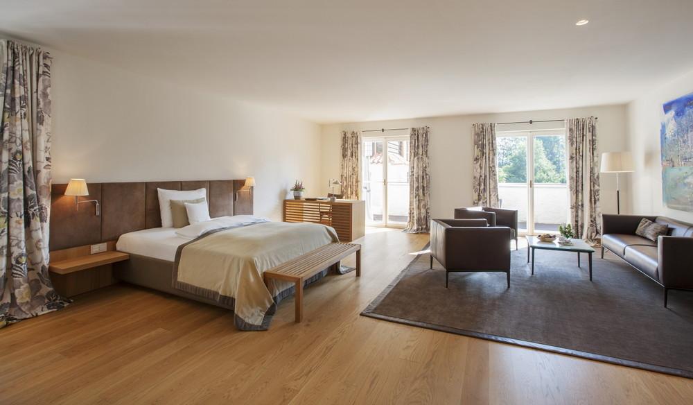 Die großzügigen Suiten sind geprägt von Eleganz und Gemütlichkeit, Foto © Harald Eisenberger