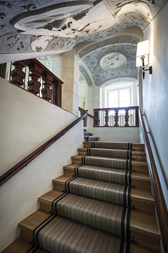 Wunderschöne Stuckarbeiten auch im Stiegenhaus. Foto © Philip Platzer