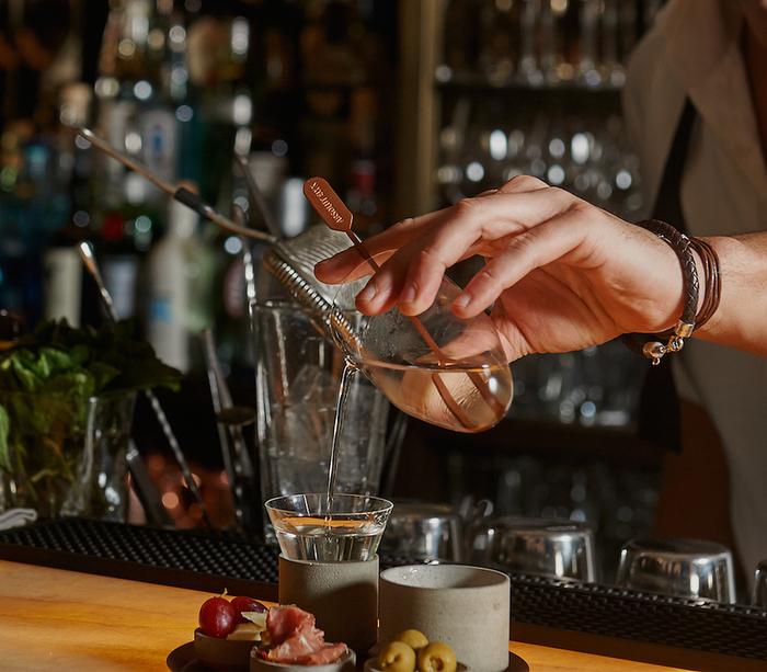 """""""Absolut Vodkatini D'Elyx"""" im neuen Drink Set von Thomas Feichtner für Absolut Vodka. Cocktail um vorausichtlich um Euro 18,00 - nur im Kleinod, Detail aus einem Foto (c) Ursula Schmitz"""