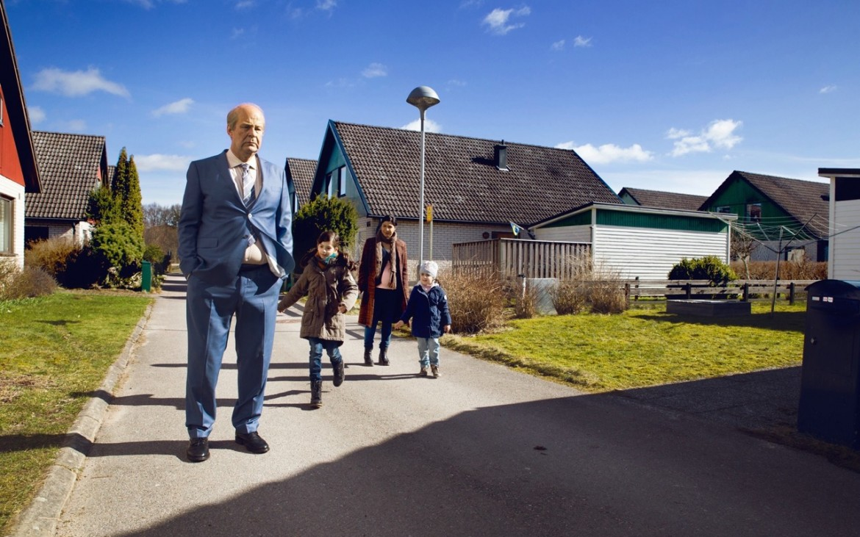Ove (Rolf Låssgard) ist von seinen neuen Nachbarn nicht allzu begeistert. © Filmladen Filmverleih
